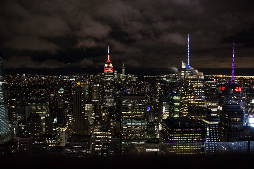 vue nocture du top of the rock avec empire state building rouge