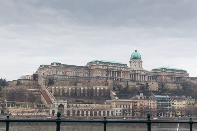 palais-royal-budapest-les-pieds-dans-le-vide