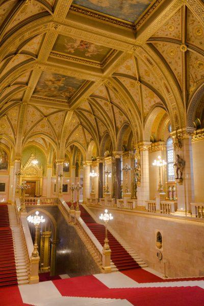 parlement-budapest-les-pieds-dans-le-vide (2)