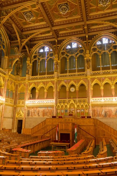 parlement-budapest-les-pieds-dans-le-vide (3)