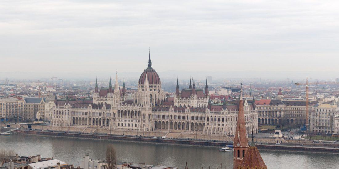 parlement-budapest-les-pieds-dans-le-vide (5)