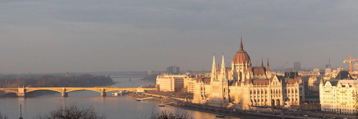 parlement-budapest-les-pieds-dans-le-vide (6)