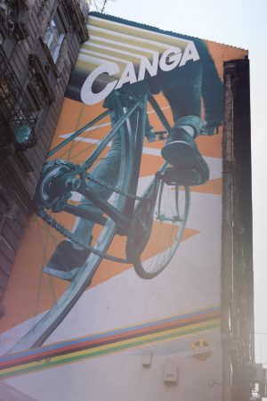 street-art-budapest-les-pieds-dans-le-vide